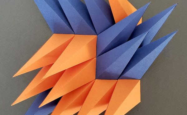 艺术家 Zahra Ammar 精心用纸制成的抽象形状